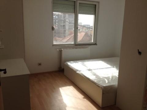 Leshoj me qira shtepin 4 katshe lagjja e Muhaxherve ne Prishtine