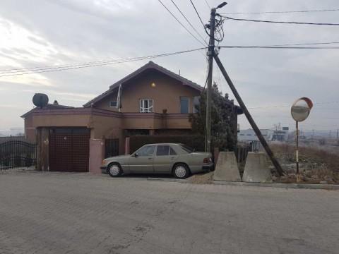 Shes shtepin 250m2 me 4.70 ari truall  / Prishtine
