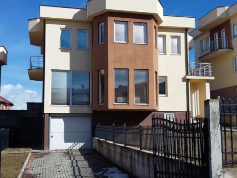 Shes shtepin 360m2 me 4 ari oborr / Prishtine