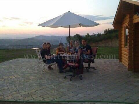 Shes shtepin 65m2 me 70 ari toke / Prishtine