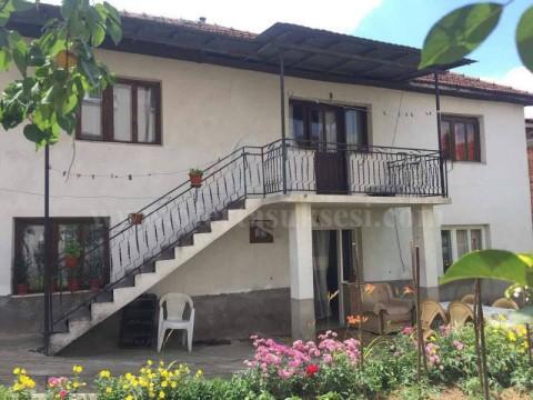 Shes shtepin 100m2 me 2.5 ari toke / Prizren