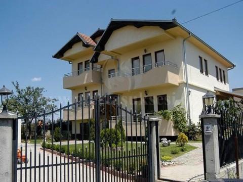 Shes shtepin 300m2 me 4.5 ari truall / Prishtine