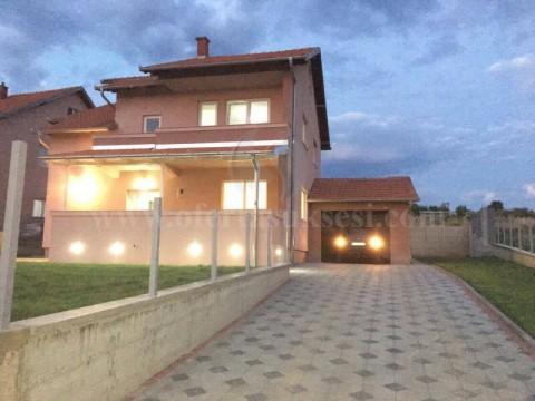 Shes shtepin 270m2, 2.5 kateshe + garazh me 8 ari truall / Prishtine