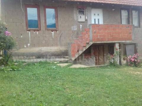 Shes shtepin 140m2 me 4 ari truall / Prishtine