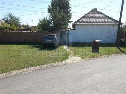 Shes shtepin me 35 ari truall 10km larg Prishtines ne Mazgit