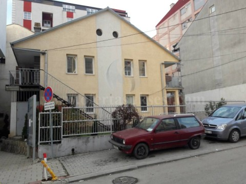 Jap me qira shtepin-objektin 180m2 dy kateshe / Prishtine