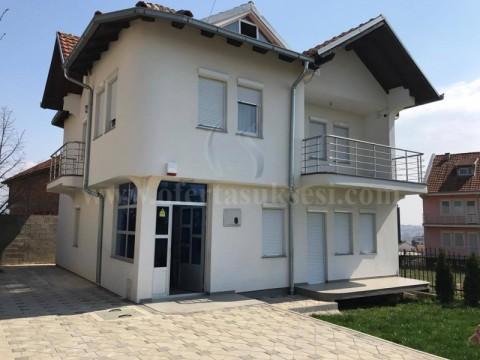 Jap me qira shtepin 200m2 dy kateshe / Prishtine