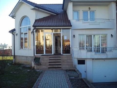 Jap me qira shtepin 300m2 me 10 ari oborre dy katshe / Prishtine