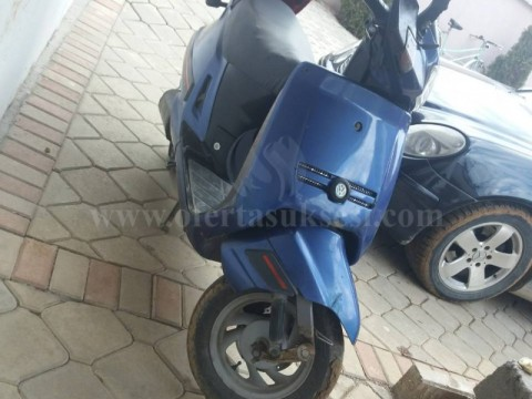 Shes skuterin Peugeot 125CC
