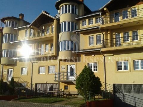 Jap me qira shtepin 1500m2 tri katshe me 15.30 ari toke / Prishtine