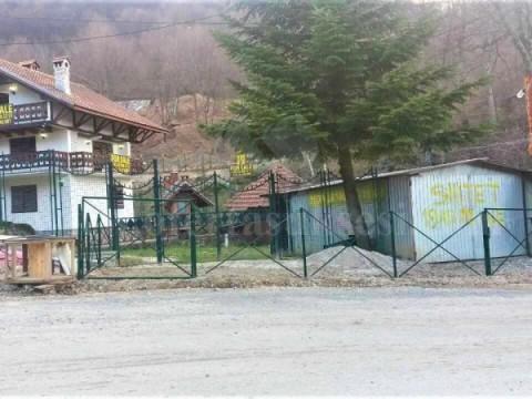 Shes shtepin-vilen me 19 ari oborr/ Brezovicë