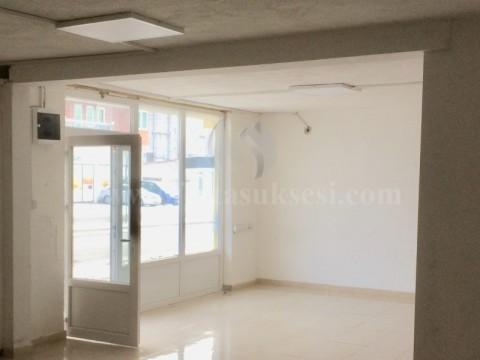 Jap me qira lokalin 110m2 + bodrumi 90m2 kati perdhes / Prishtine