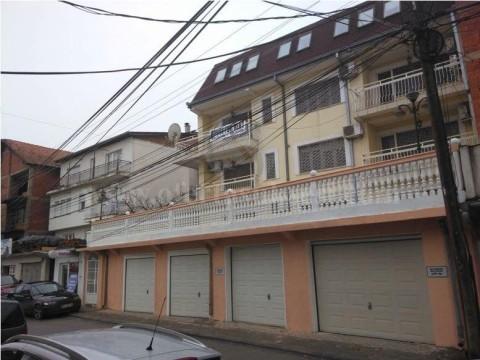 Jap me qira shtepin 672m2+110m2 teras 4 kateshe  / Prishtine