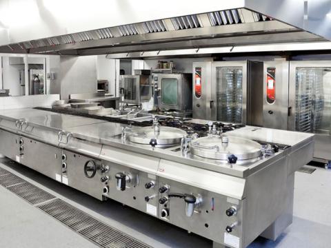 Shes kuzhina industriale dhe paisje per lavanderi.