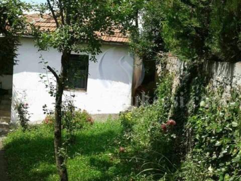Shes shtepin 70m2 nje katshe me 3.5 ari truall / Prishtine