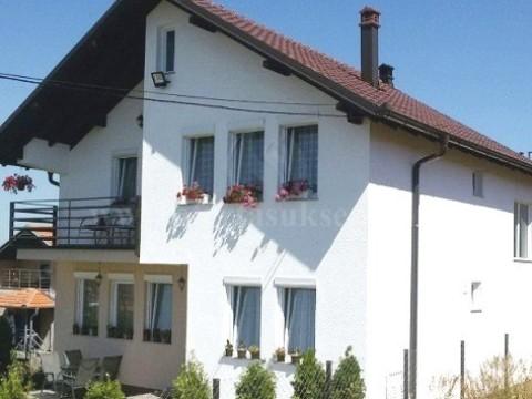 Shes shtepin 160m2 dy kateshe me 2.5 ari traull / Prishtine