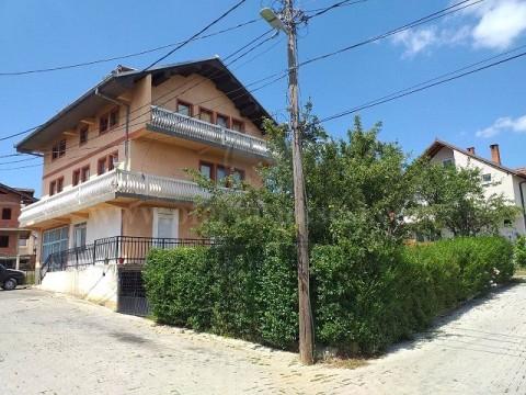 Shes shtepin 3katshe 360m2 me 3 ari truall / Prishtine
