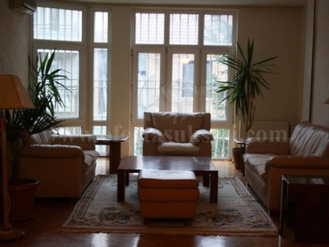 Jap me qira shtepin 300m2 kati i -I- / Prishtine