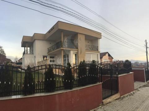 Shes shtepin 420m2 dy katshe me 6 ari truall / Prishtine