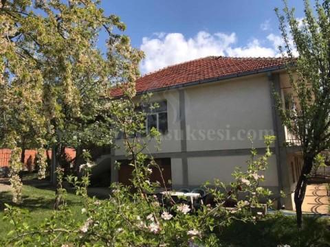 Shes shtepin 180m2 me 5 ari truall / Prishtine