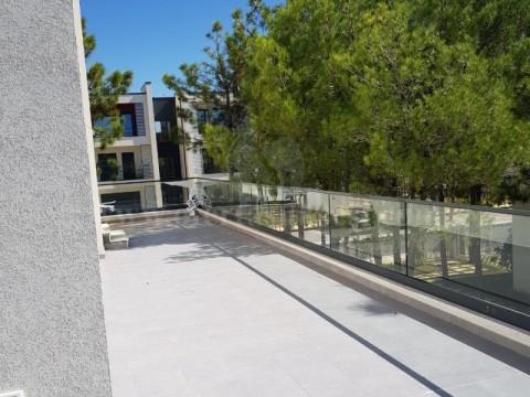 Shes shtepin/vilen 173m2 ballkon/verand 56m2 me 4.33 ari truall / Durres
