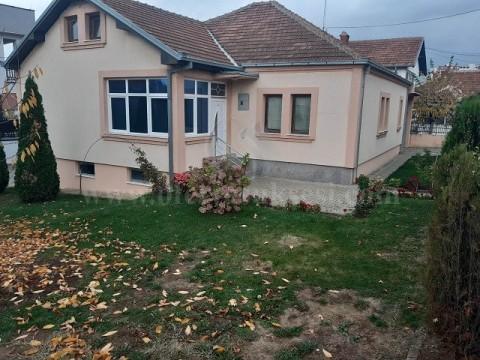 Jap me qira shtepine nje katshe 300m2 me 5 ari oborr / Prishtine