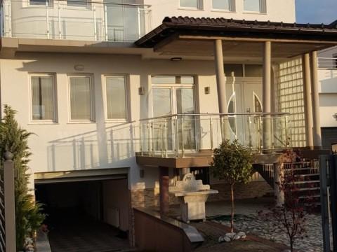 Jap me qira shtepin 300m2 dy katshe / Prishtine