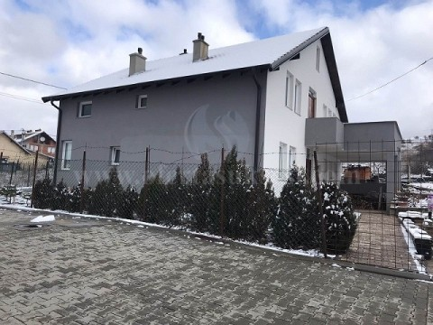 Shes shtepin 220m2 2katshe me 4 ari truall / Prishtine