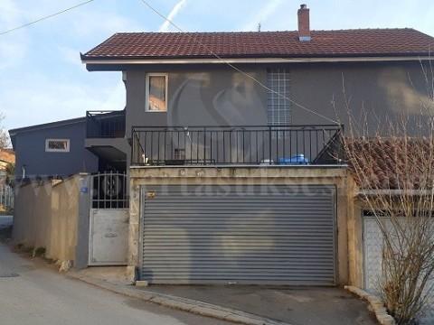 Shes shtepine 297m2 3 katshe / Mitrovice