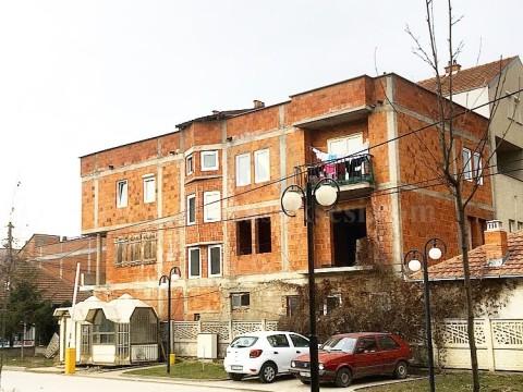 Shes shtepin afersisht 480m2 3katshe / Besian-Podujev