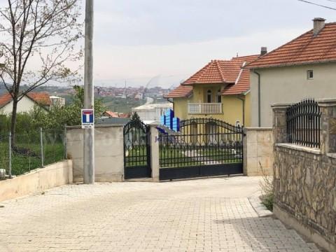 Shes shtepin dy kateshe 300m2 me 8 ari truall / Bardhoshe-Prishtine