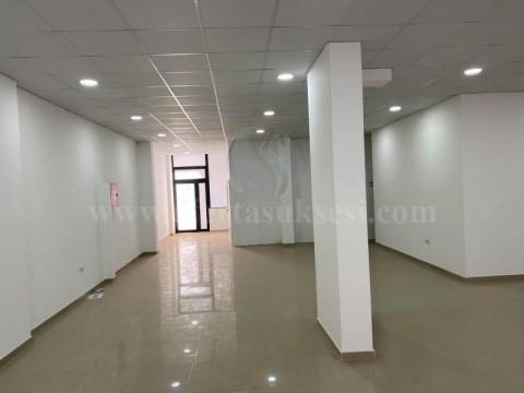 Jap me qira lokalin 153m2 kati perdhes / Fushe Kosove