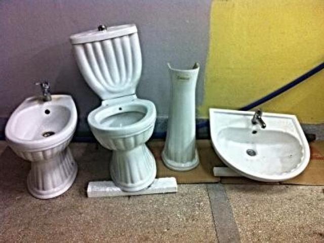 Shes sanitari për banjo