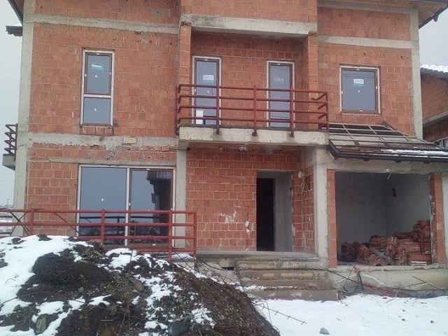 Shes shtepin 202m2 me oborr Lagjja Nic / Prishtine
