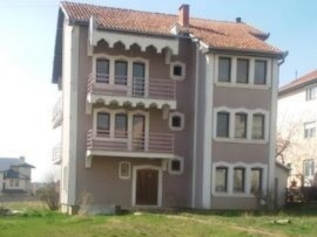 Jap me qira shtepin 500m2 me 15 ari oborr / Prishtine