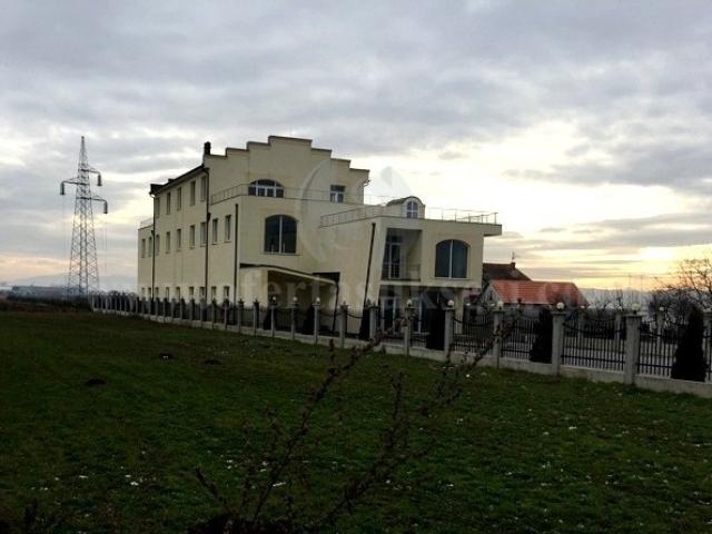 Jap me qira objektin 3katesh 1500m2 me 37.70 ari truall Preoc-Llapnasell / Prishtine