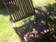 Shes dy komplete tavolina me karriga