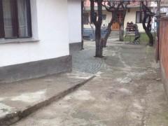 Shes dy shtepi me 5 ari oborr / Prishtine
