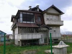 Shes ose Nderroj shtepin -III-kateshe 350m2 me 5 ari truall / Prizren