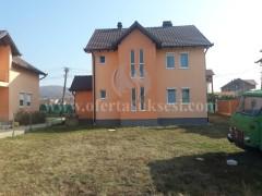 Shes shtepin dy katshe afersisht 250m2 me 12 ari truall / Prishtine