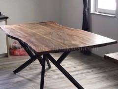 Shes tavolinen e punuar nga druri i arres.