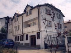 Shes shtepin 600m2 dy katshe me 5 ari oborr / Prishtine