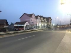 Shes shtepin 220m2 dy kateshe me 3.5 ari truall + lokal 70m2 / Fushe Kosove