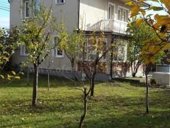 Shes shtëpinë dy katëshe 150m2 me 6.5 ari truall / Besian
