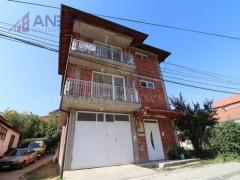 Shes shtepin 240m2 tre katshe / Prishtine