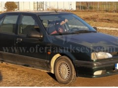 Shes Renault 19,