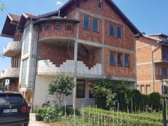 Shes shtepin 420m2 tre kateshe me 5 ari oborr / Prishtine